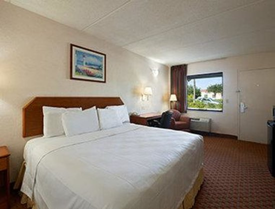 Super 8 North Palm Beach: Standard 1 King Bed Room