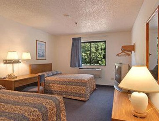 Super 8 Sanford Kennebunkport Area: Standard Two Double Bed Room