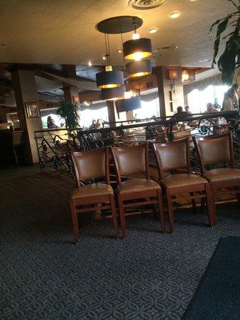 The Sheraton San Diego Hotel & Marina : ロビーは広々としています。