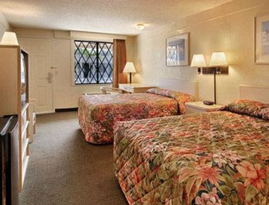 Super 8 Lantana West Palm Beach: Standard Two Double Bed Room