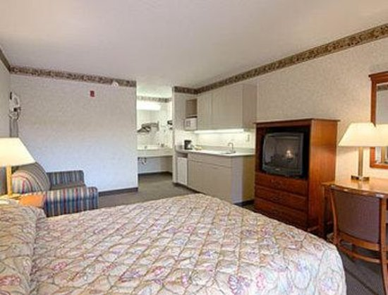 Super 8 FT. Oglethorpe GA/Chatt TN Area: Suite