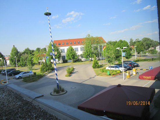 Holiday Inn Express Munich Airport: the main  entrance