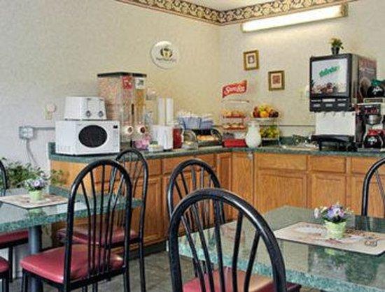 Super 8 Williamsburg/Colonial Area: Breakfast Area