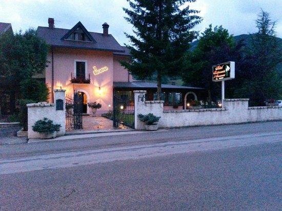 Hotel Il Bucaneve: L hotel