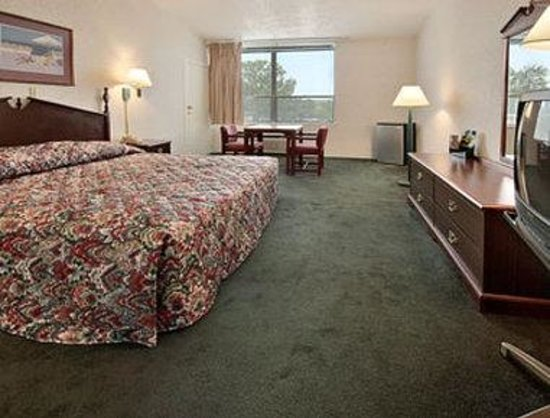 Super 8 Williamsburg/Colonial Area: Standard King Bed Room