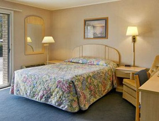 Knights Inn Franklin: Standard Queen Bed Room