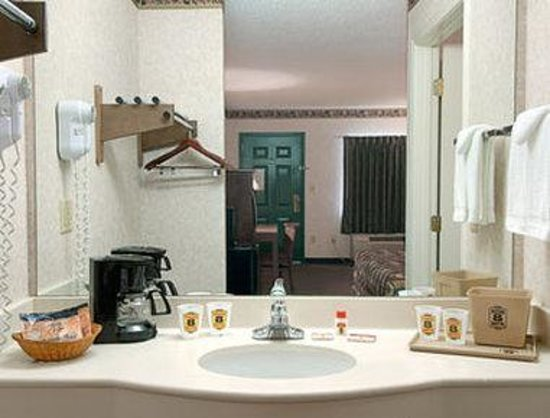 Super 8 FT. Oglethorpe GA/Chatt TN Area: Bathroom