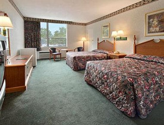 Super 8 Williamsburg/Colonial Area: Standard Two Double Bed Room