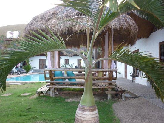 Sunz En Coron Resort: La piscine et le parc