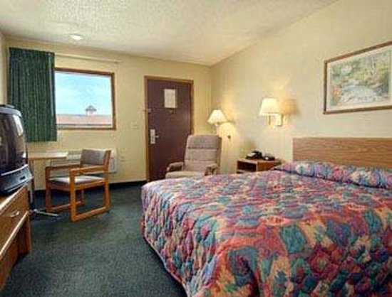 Super 8 Onawa: Standard Queen Bed Room