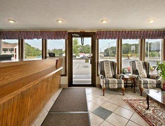 Knights Inn North Attleboro : Lobby