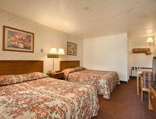 Knights Inn North Attleboro: Standard Two Double Bed Room