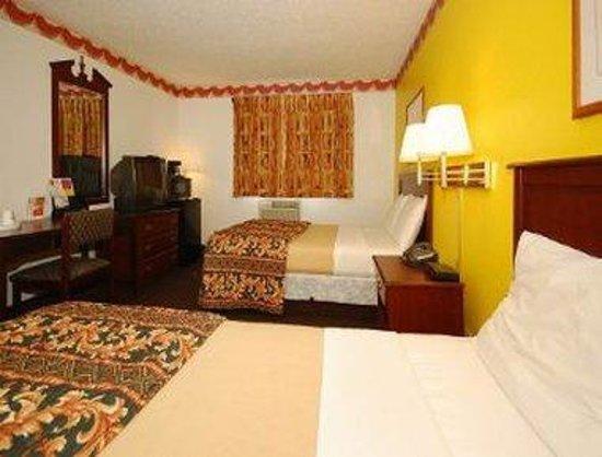 Super 8 Greensboro/Coliseum/Conv: Standard 2 Double Bedroom