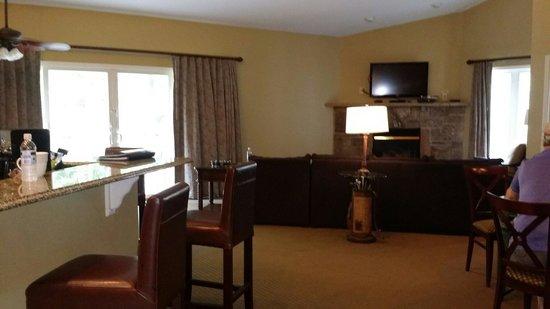 Wyndham Resort at Fairfield Glade: Living room and kitchen
