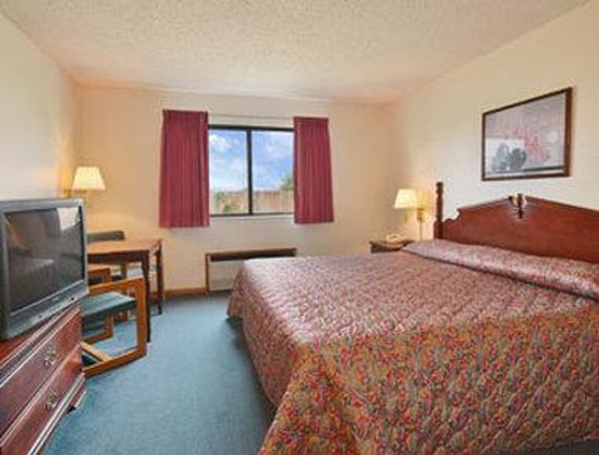 Super 8 Winterset: Standard King Bed Room