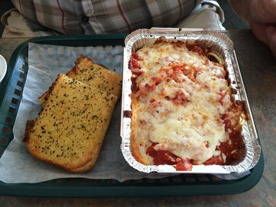 Mancino's Pizza and Grinders of Alma : Spaghetti and garlic bread