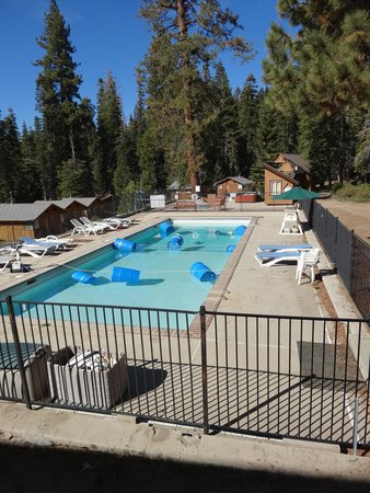 Montecito Sequoia Lodge: The pool was not open yet...mid-May