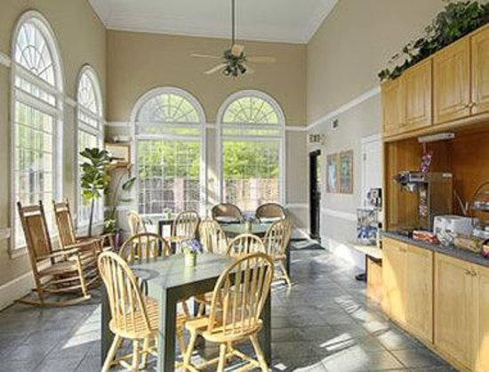 Super 8 Marietta/West/ATL Area: Breakfast Area