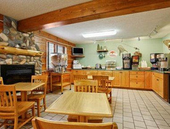 Super 8 Grand Rapids: Breakfast Area