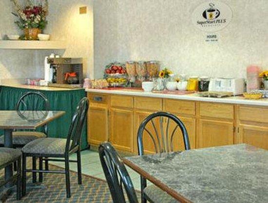 Super 8 El Dorado: Breakfast Area