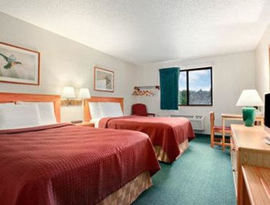 Super 8 Grand Rapids: Standard Two Double Bed Room