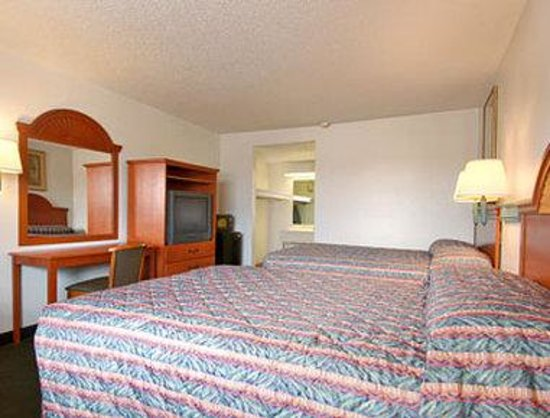 Super 8 Ft. Pierce : Standard Two Double Bed Room