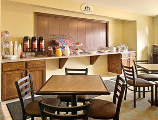 Super 8 Lake Charles/Sulphur: Our guest enjoy a Deluxe Continental Breakfast every morning of their stay with us