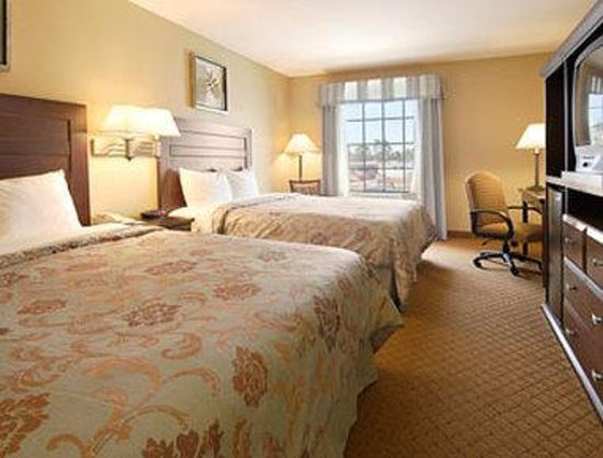 Super 8 Lake Charles/Sulphur: Standard Two Queen Bed Room