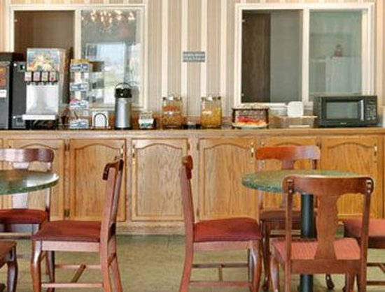 Super 8 Ottawa: Breakfast Area