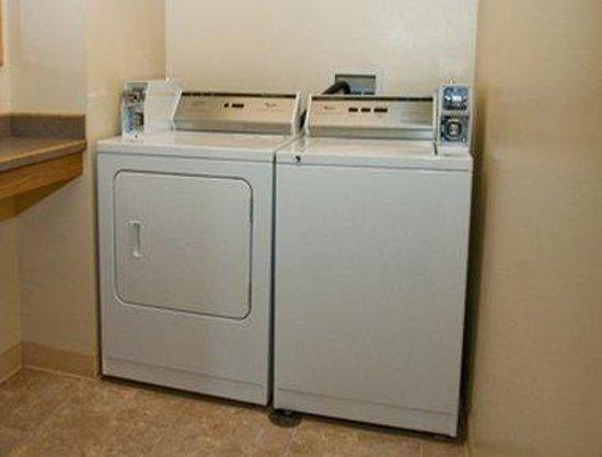 Super 8 Burley: Laundry Room
