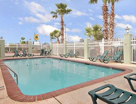 Super 8 by Wyndham Lake Charles/Sulphur