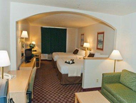 Super 8 Burley: Queen Bed Suite