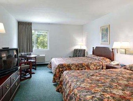 Super 8 Ottawa: Standard Two Double Bed Room