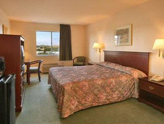 Super 8 Dixon/UC Davis: King Bed Room with Micro/Fridge