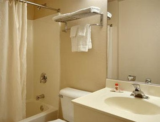 Super 8 Dixon/UC Davis: Bathroom
