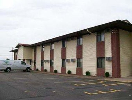 Super 8 Eau Claire I-94: Welcome To Knights Inn Eau Claire