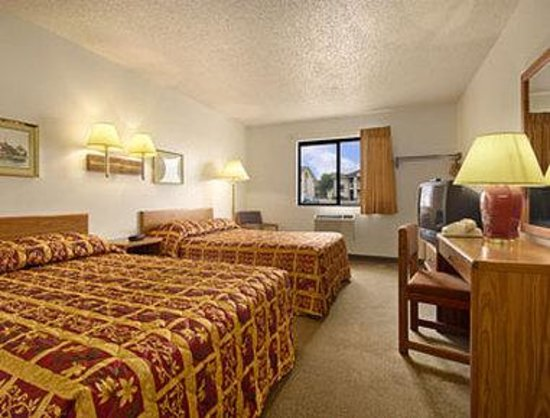 Super 8 Colby: Standard Two Double Bed Room