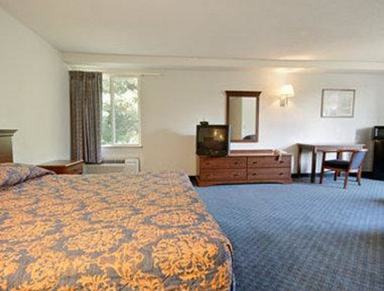 Super 8 Danbury: Suite