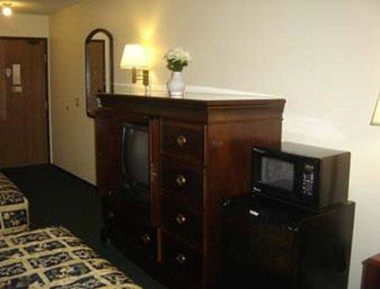Knights Inn Eau Claire: 2 Queen Beds Guest Room