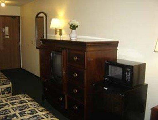 Super 8 Eau Claire I-94: 2 Queen Beds Guest Room