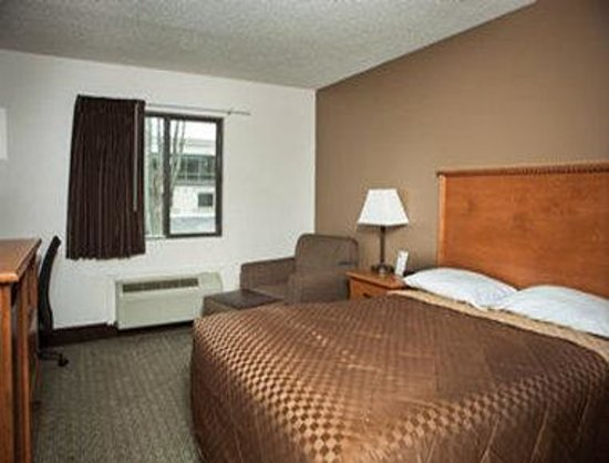 Super 8 Grand Island: King Bed Room