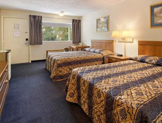 Albany Inn: Two Double Bed Room with MicroFridge