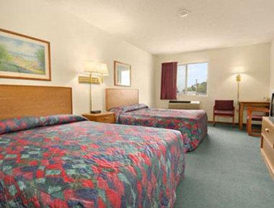 Saint Paul Inn: Standard Two Queen Bed Room