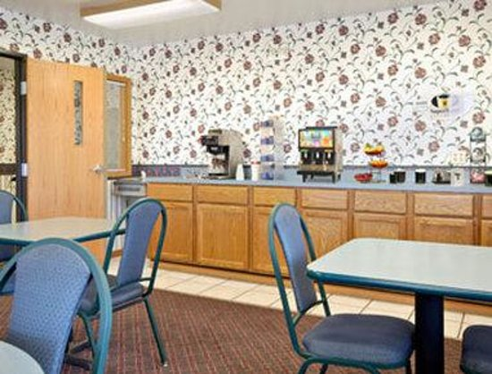 Super 8 Mchenry: Breakfast Area