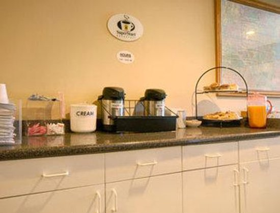 Super 8 Watertown/Cambridge/Boston Area: Breakfast Area