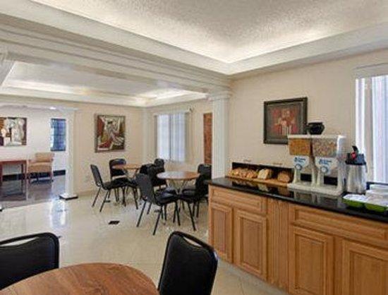 Super 8 Jacksonville Orange Park: Breakfast Area