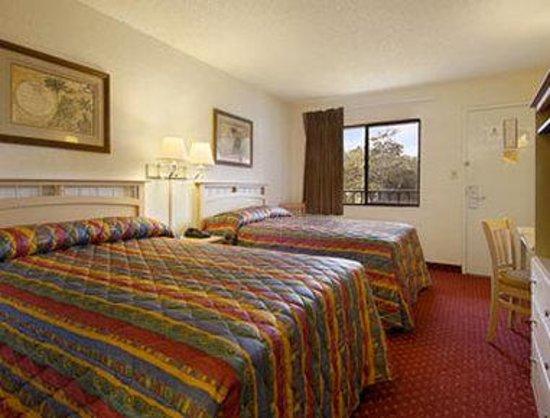 Super 8 Jacksonville Orange Park: Standard Two Double Bed Room