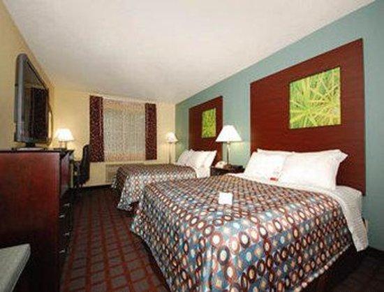 Super 8 Kearney/KC Area: Standard Two Queen Bed Room