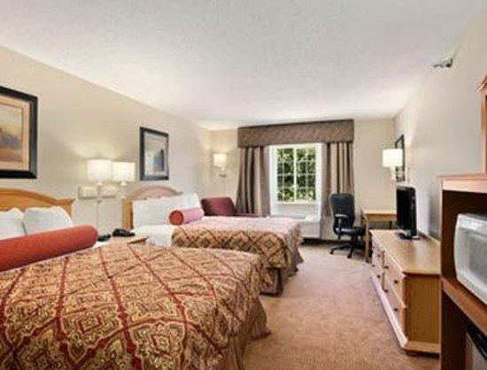 Savanna Inn & Suites : Standard Two Queen Bed Room