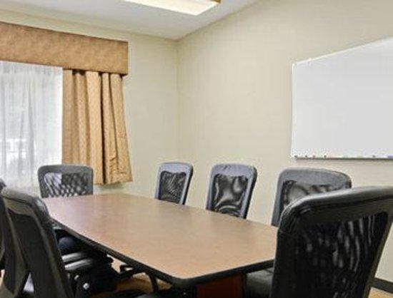 Savanna Inn & Suites : Meeting Room
